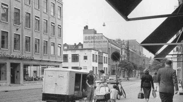 Witte de Withstraat - gebouwe Trouw en De Rotterdammer ca 1958