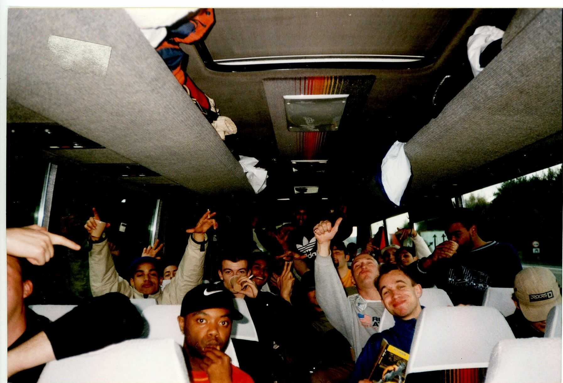 Busreis naar Battle of the Year in Duitsland. Niet alleen Breakers, maar ook DJ's, MC's, Graffitischrijvers.